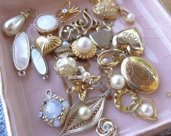 Vintage Jewelry Lot, Vintage Destash, Jewelry Destash. Costume Jewelry Lots. Pearl and gold tone pendants, drops filigree locket D69