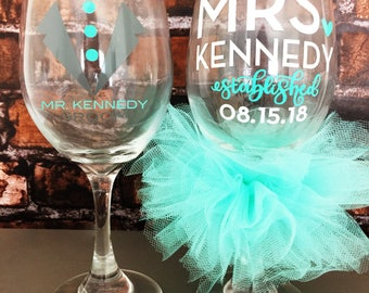 Mr and Mrs Wine Glass Personalized Glass Established Date Bride Groom Custom Wedding Glasses Bridal Wedding Shower Bachelorette Bride Glass