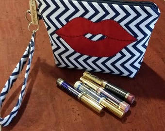 LipSense distributors wristlet bag, purse, pouch, navy and white zig zag,  holds  21 lipsticks and additional supplies, shimmering red lips