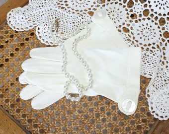 1950s Ivory White Formal Party Wedding Gloves . Vintage 50s 60s Cotton Wrist Gloves with Buttons . Size  6 1/2 to 7