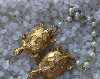 sweater guard vintage  sweater clip 1950s  gold tone turtles