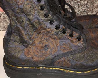 Doc Dr Martens Tapestry Brocade Roses Vintage Lacer Boots US 8 UK 6