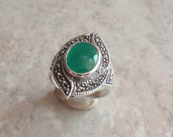 Green Agate Ring Sterling Silver Marcasites Size 8 Vintage CW0251