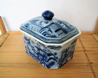 Vintage Chinoiserie tureen/blue and white serving/ Asian