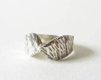 Sterling Silver Single Twist Band Ring Size 5, Vintage