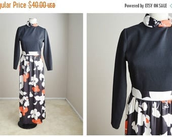 Memorial SALE - 15% off - Vintage 60s 70s Maxi Floral Long Dress // womens small - size 4/6