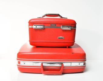 Vintage Bright Red American Tourister Tiara Train Case