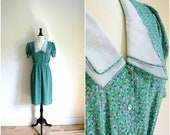 MOVING SALE Vintage kelly green floral day dress / oversized white collar day dress / button front
