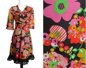 Funky VINTAGE RETRO 1970s Psychedelic Bold Pop Flower Red Yellow Dress UK 12 Fr 40 / Flared Skirt / Frill Neck / Groovy/ Summer Festival