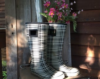 Dirty Laundry Rubber Rain Boots