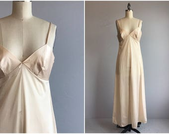 Vintage 70s Nightgown / 1970s Vassarette Floor Length Maxi Nightie / Size 34
