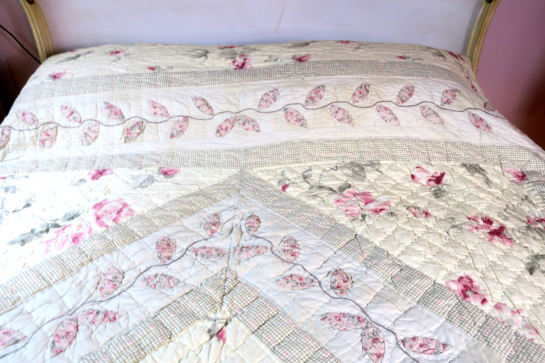 Quilt ntage handmade quilt comforter white w pink flowers vintage handmade quilt comforter white w pink flowers gingham check trim mightylinksfo