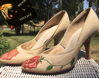 1940s Linen Pumps with Rose Embroidery - Womens Size 6 - Vintage Bridal High Heels - 40s Ivory Pumps - Off White Creme Embroidered Shoes