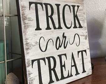 Halloween wood signs - Halloween decor - Halloween signs - wood signs - trick or treat sign