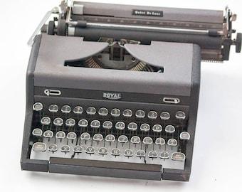 Vintage Quiet Deluxe Royal Typewriter