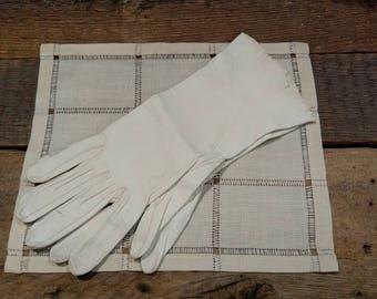 Vintage Fine Washable Kid Skin Ladies' Gloves / Caresskid / Size 7 1/2