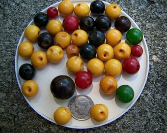Lot of 36 Vintage Assorted Bakelite Ball Buttons
