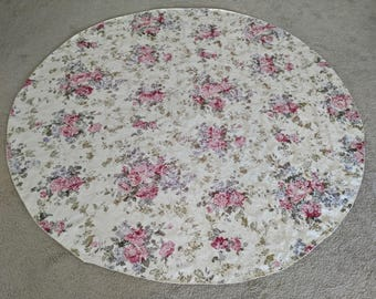 Exceptional Floral Brocade Tablecloth   68 Inches ROUND