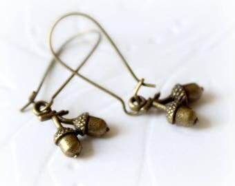 Antique bronze dangle earrings. Tiny brass acorn earrings. Vintage long earrings. Gift for her, simple everyday jewelry