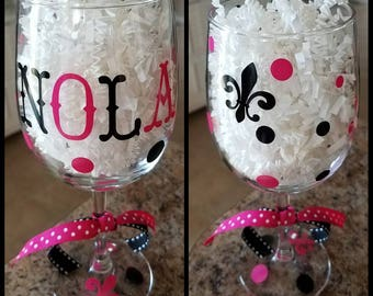 Mardi Gras; Wine glass, New Orleans, NOLA; Party Favor, Krewe of wine, Bachelorette Party, Custom Colors; Party Favor, Wedding; Bachelor