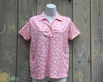 Vintage top | 1980s pink and white floral polyester polo shirt