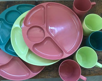 Vintage Gothamware Set of 10 Plastic Divided Plates Dishes and Mugs / Mid Century Modern Plastic Picnic / Glamping Made in the USA