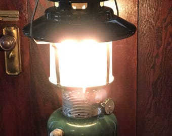Vintage Colman Lantern * 1969 Big Hat * Double Mantle * Working Condition * Model 220F