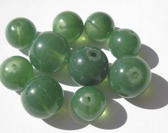 10 round glass beads translucent green color 10 and 12 mm (PV41)