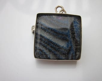 1 resin pendant mounted on a stand in 925 Silver - 24mm (3)