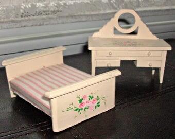 Vintage Lot of 2 Doll House Furniture