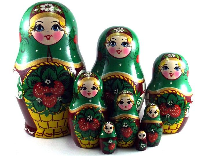 Art Nesting Dolls 8 pcs Russian Matryoshka doll Traditional babushka doll Russian stacking dolls for kids Wooden russian doll Strawberries