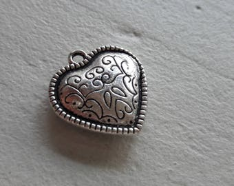 1 pendants antiqued silver heart, heart decorated