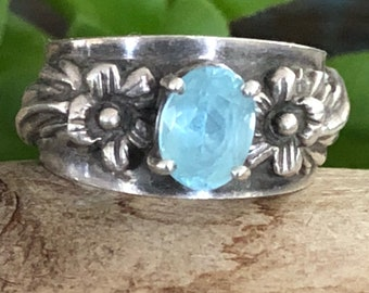 Vintage sterling and blue topaz Carol Felley ring size 7.5