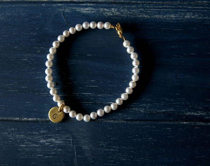 Pearls bracelet engraved tag