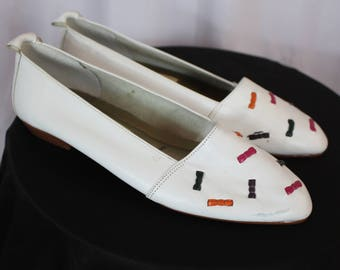 Cute little vintage white leather flats