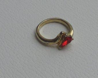 Retro Teardrop Shaped Red Rhinestone Costume Ring