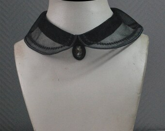 Peter Pan collar to attach yourself