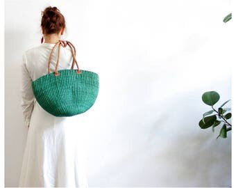 Vintage tote // green woven straw market bag with leather handles