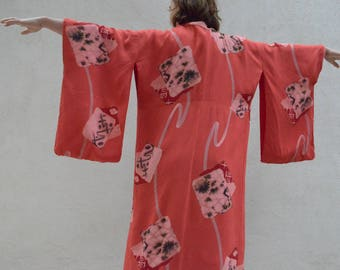 Vintage 70s silk kimono from HEAVEN! Great for a wedding/ bride as a robe - red with abstract print