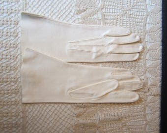 Vintage Ivory White Ladies Gloves Original Package Crescendo 6 1/2