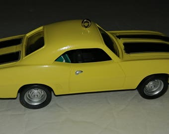 Hallmark Ornament 1969 Chevrolet Camaro Yellow & Black 5th in Classic American Cars Series Dated 1995 Vintage