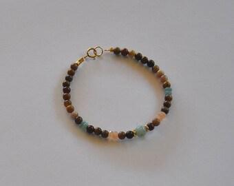 """Bracelet mala bohème, pierres fines jaspes, amazonites et pierres de lune : Modèle """"Laili"""""""