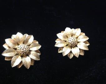 Vintage Sarah Coventry sunflower clip on earrings, Sarah Coventry clip on sunflower earrings, gold tone sunflower earrings, Sarah Coventry