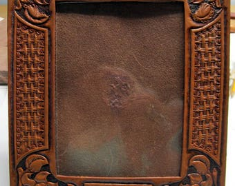 Leather photo frame, 5x7 rectangle, hand tooled frame, wall decor, office decor, housewarming gift, gift for Mom