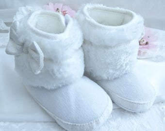 White Baby Boots, Crib Boots, Fur Boots, Winter Baby Boots, White Baby Boots, Crib Boots, Baby White Shoes, Fabric Boots with White Fur