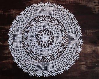 Large white doily, 40 cm