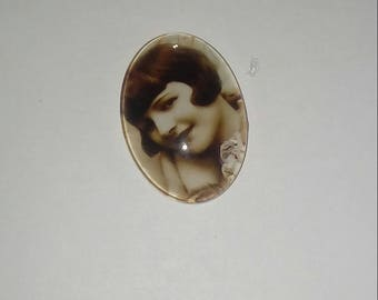 X 1 cabochon oval vintage glass woman