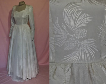 "Lovely late 1940s wedding dress w/beautiful pine cone woven pattern  bust 31""-32"" petite Stamp-Taylor"