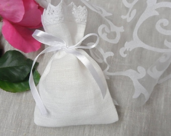 Linen favor bags. 30 Lace favor bags. Small gift bags. White linen bags. Lace bags. Baby Shower