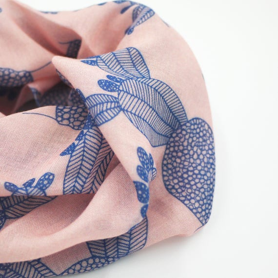 "Pink and blue ring wool viscose scarf ""Ficalinni"", cactus infinity Scarf"